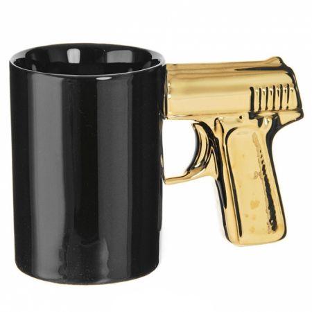 """Кружка """"Пистолет"""" черно-золотая"""